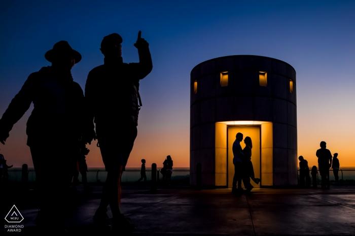 Der Verlobungsfotograf von Los Angeles hat dieses Foto der Paar-Silhouetten aufgenommen