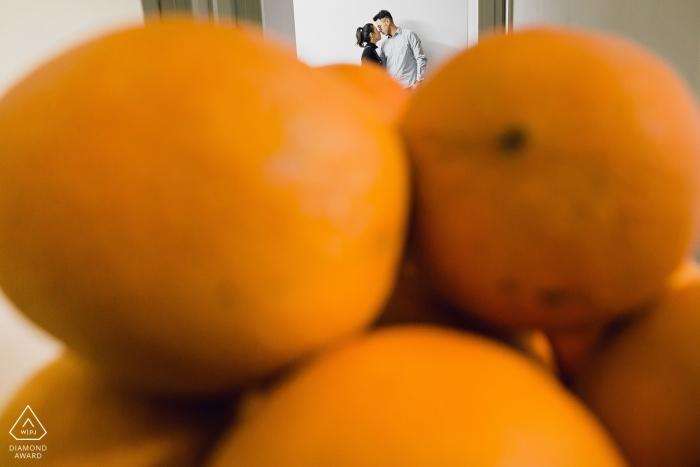 Fujian przed ślubną sesją zdjęciową pary za pomarańczami