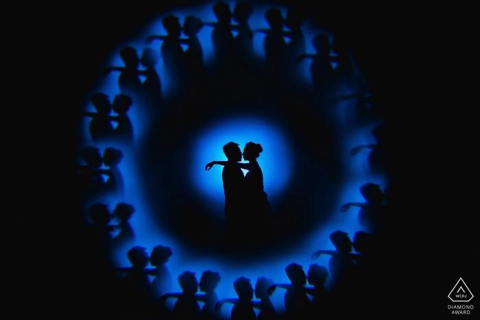 Séance de portrait de pré-mariage dans le garage Fujian avec lumière et ombres
