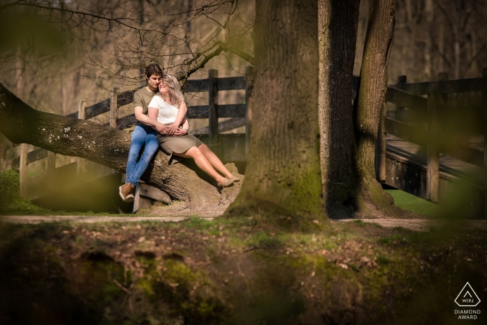 Barneveld - schaffelaarse bos - NL loveshoot in the woods for engagement portraits