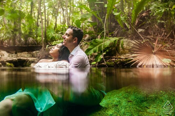 Cenote Buho, Playa del Carmen Verlobungsfoto-Session auf der Cenote