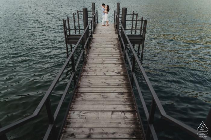 Retratos del lago de Como para una pareja en el agua