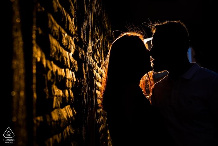 Toledo, Castilla-La Mancha (Espagne) - Coucher de soleil sur un couple amoureux lors d'une séance photo de fiançailles