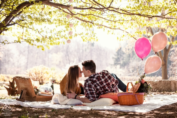 Le Pinete, Viggiù, Italy engagement photo shoot at the park with a picnic and balloons