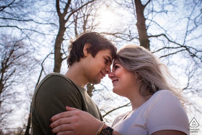 Barneveld - Schaffelaarse Bos - Die Fotosession war ein bisschen kalt, aber warm zusammen Verlobungsfotografie für NL