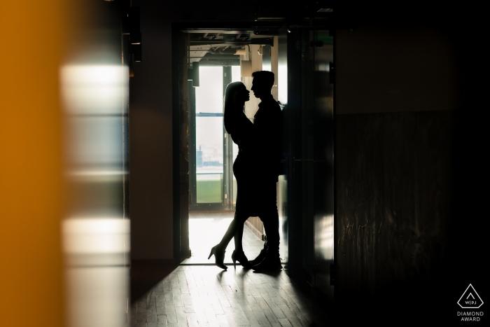 Energiehuis Dordrecht Hochzeits- und Verlobungsfotografie - einfach eine schöne Silhouette eines Paares