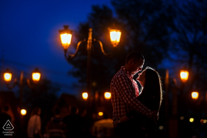 Mogosoaia Park PreWedding Portrait Session   Couple hugs each other in the sunset light