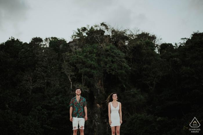 Prewedding Fotoshooting mit einem Paar am Samabe Beach Bali