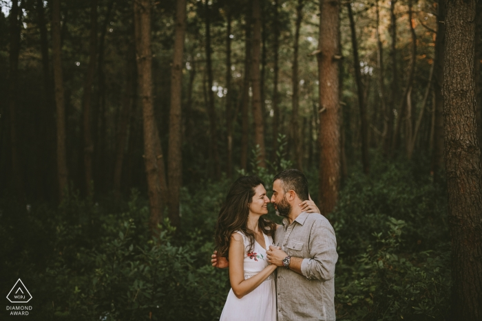 İstanbul couple in a gorgeous forrest during engagement photo session in Turkey