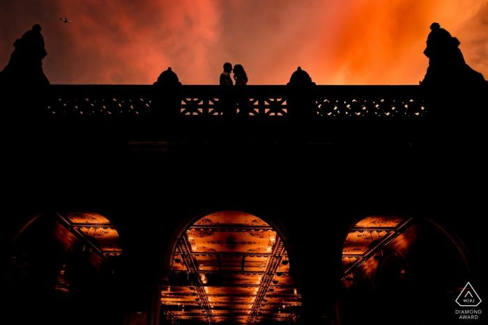 Bethesda Terrasse im Central Park | Sonnenuntergang-Verlobungs-Foto-Sitzung am Central Park