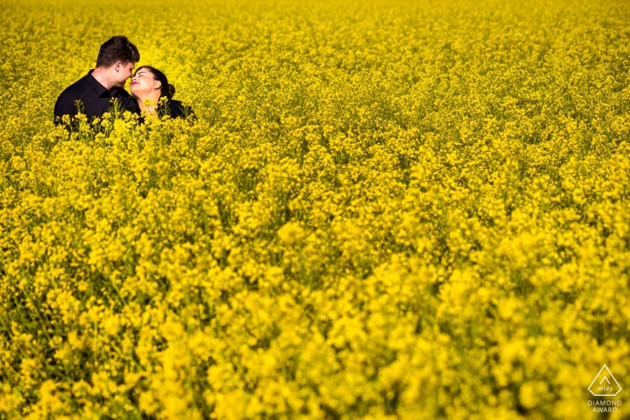 Engagement Photographer for Wiesbaden, Germany | Couple on a field of flowers