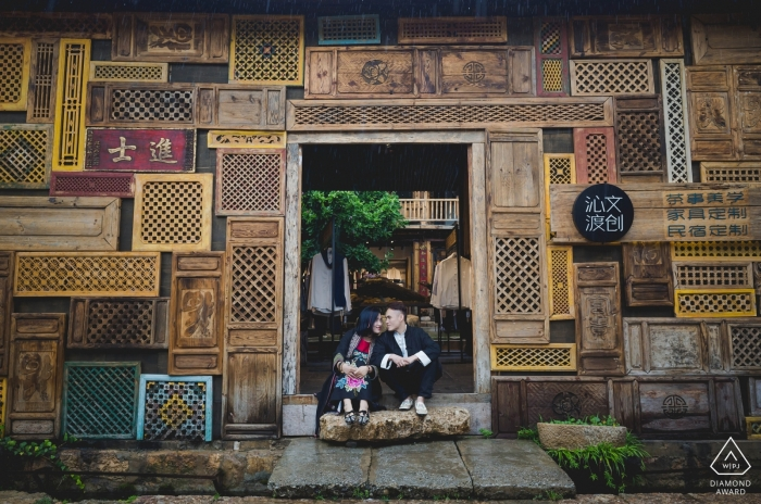 Engagement Photography for YUN NAN - Couple Take shelter from rain