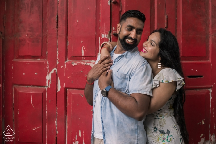 Engagement Portrait from Mumbai Central Library | Pre-wedding photoshoot in Mumbai streets