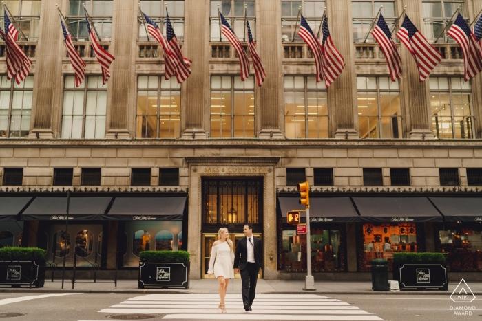 Zaręczyny Zdjęcia z Nowego Jorku - Spacer po drugiej stronie ulicy w Nowym Jorku