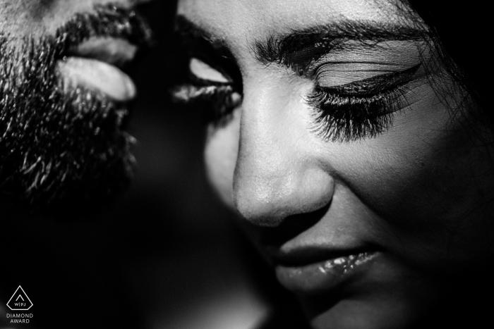 Fotograf zaręczynowy dla THE BONNET HOUSE MIAMI - Obraz zawiera: czarno-białe, zbliżenie, rzęsy, intymne, zaręczone pary