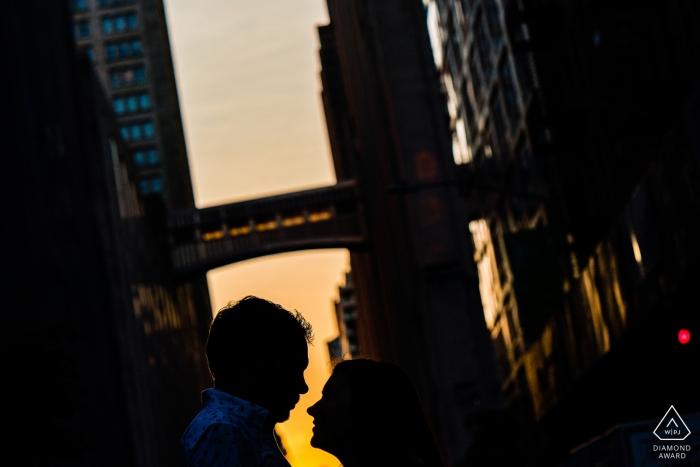 紐約聯合公園的訂婚攝影師-剪影情侶即將親吻