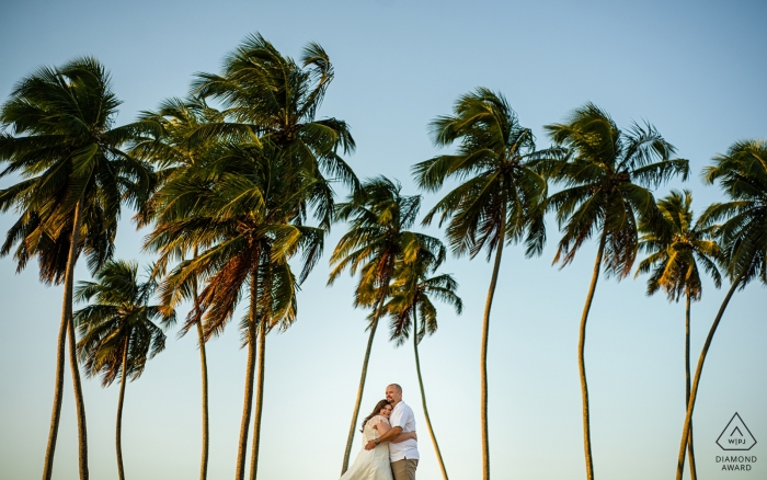 Engagement Photos from Maceió, AL | Hugs between the coconut trees of the family beach house