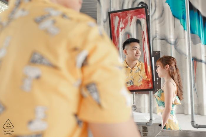 Fotografia zaręczynowa dla Bangkoku, Tajlandia | odbicie lustrzane dla tej pary strzelania