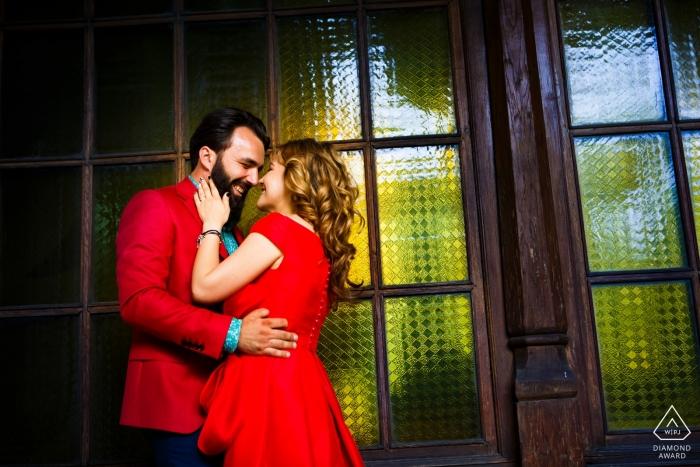 Verlobungsfotograf im historischen Gebäude von Hanul lui Manuc