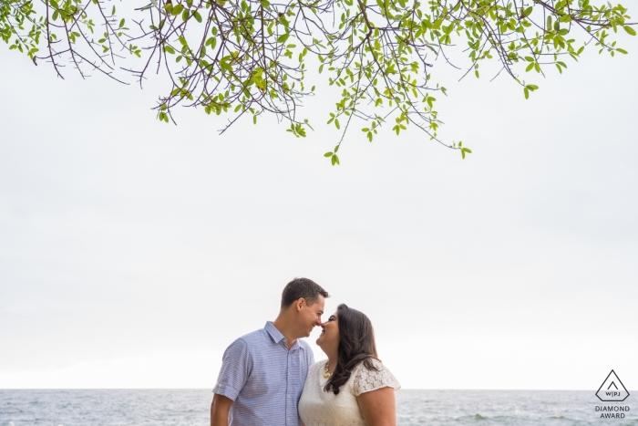 Conchas Chinas, Puerto Vallarta, Mexiko | Paar amüsieren sich während der Verlobungssitzung