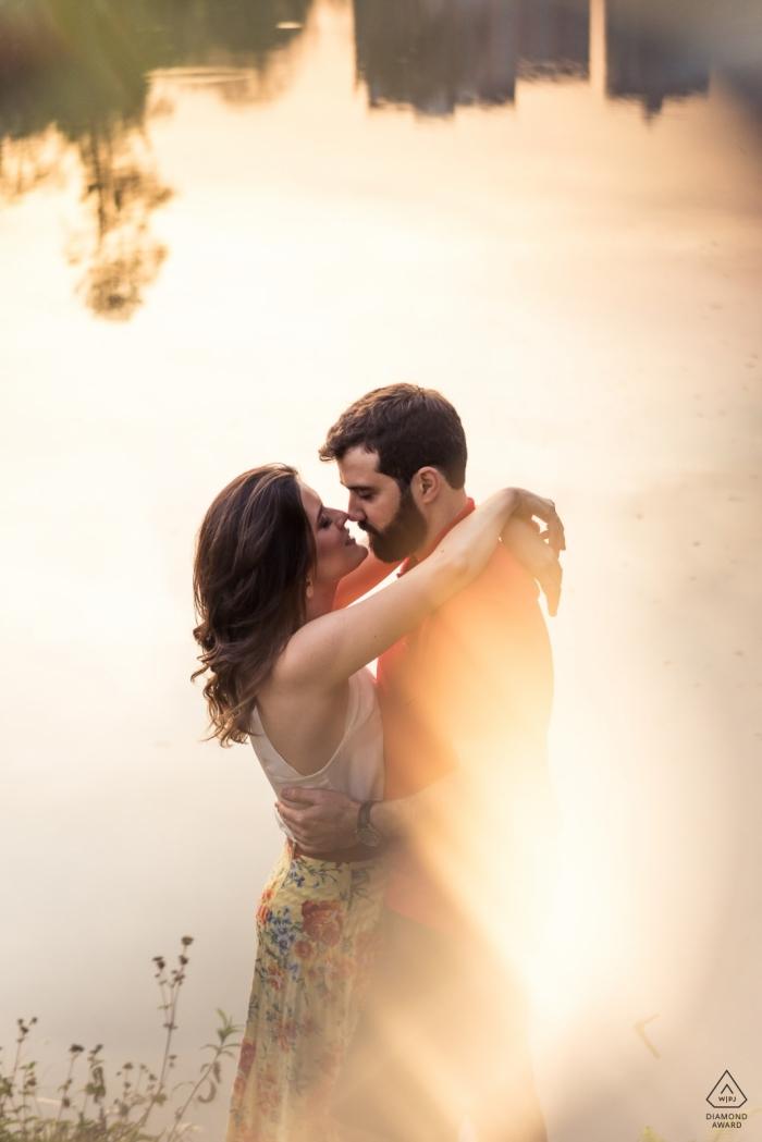 Vicosa - Brazil engagement photography - Couple hugging near a lake