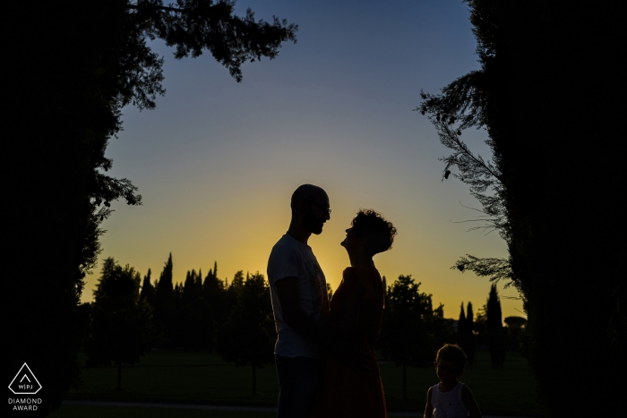 Arezzo Couple Portraits - novios durante una sesión de fotos al atardecer
