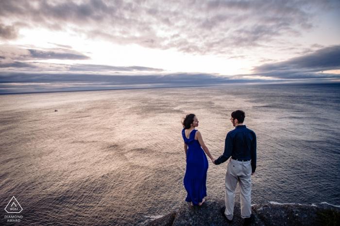 Séance de portrait avant le mariage à Signal Hill, Terre-Neuve