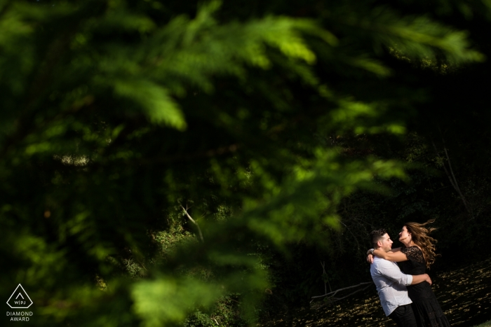 Arnadelo, Ponferrada (Spain) — Pre wedding portraits of a couple with tree with hair in the air