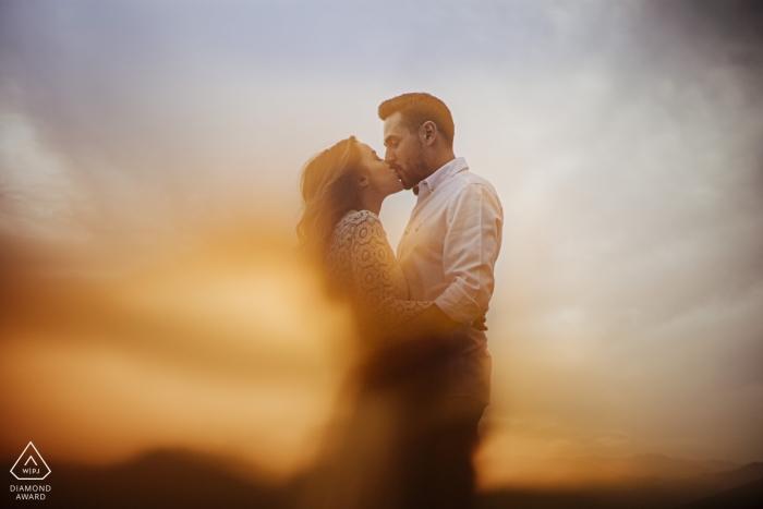 Mersin die Türkei-Paarportrait durch ein orange Glas