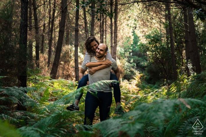 Hossegor France Pre Wedding Portraits - Ballade amoureuse en forêt