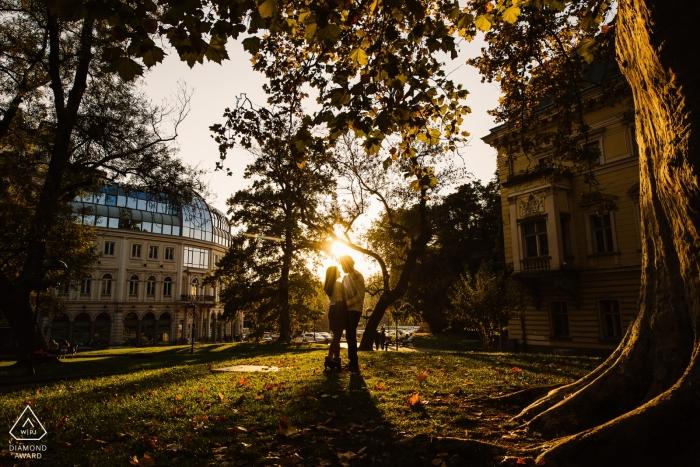 Sofia, Bulgarie Séance photo de rétro-éclairage pour un couple engagé