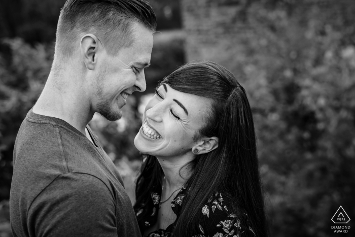 Haus Kemnade Hattingen pre-wedding portraits | couple in black in white together