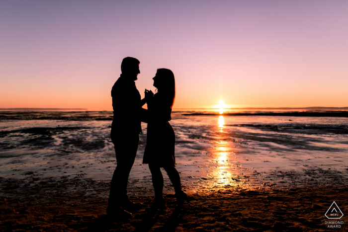 BASSIN D ARCACHON FRANCE - Engagement photoshoot with two lovers on the beach during sunset