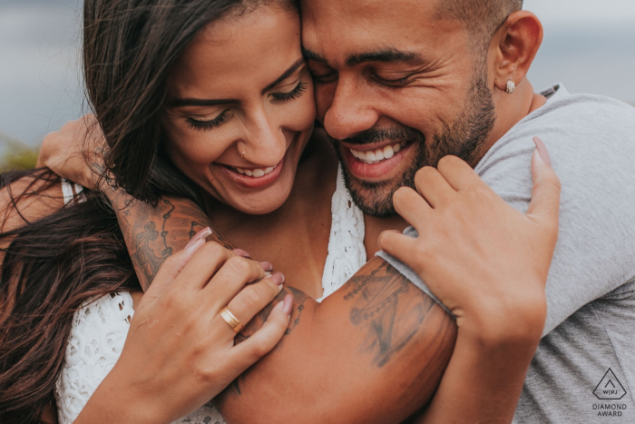 Belo Horizonte, Brazil Hug the Couple showing his tattoos during engagement portrait session