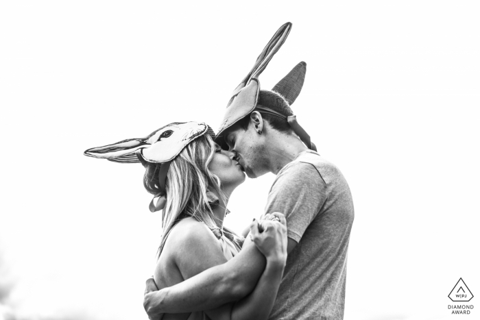 Bertinoro, Italy engagement photoshoot With a theatre rabbit mask the shooting is just a game