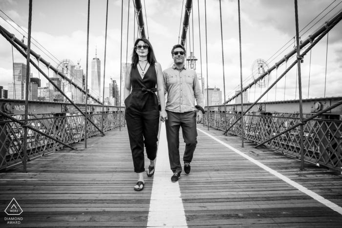 New-York Walking Couple On Brooklyn Bridge - Black and White Engagement Portraits