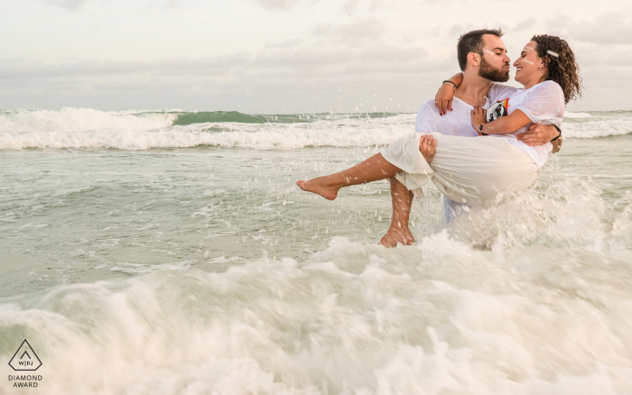 Couple Engagement Photo Session | Frances Beach, Alagoas splash!