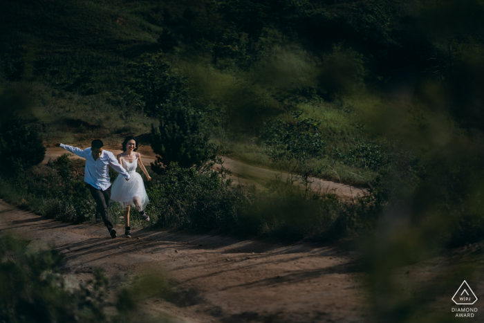 Running lovers during their Shaanxi Outdoor photo portrait session