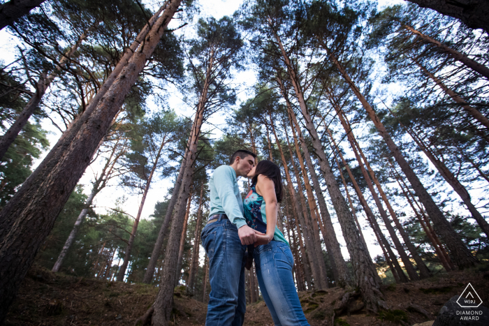 Cercedilla, Madrid (Spain) engagement shoot for couple portraits with a kiss in the middle of a forest