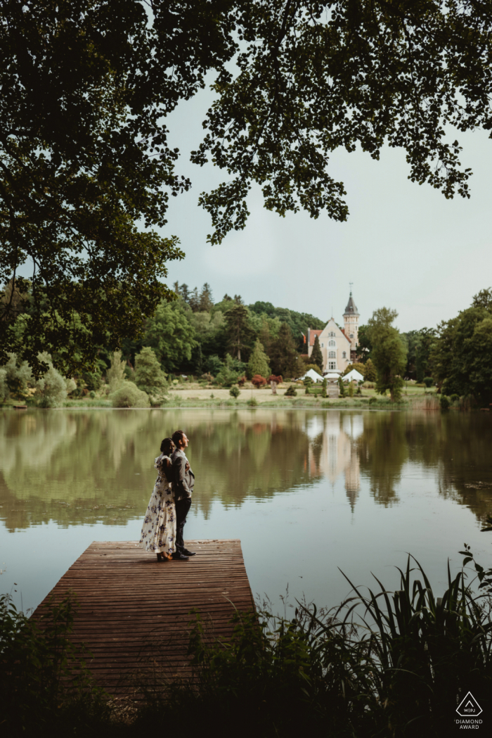 Pałac Bursztynowy engagement portraits On the lake side with a nice dock and trees