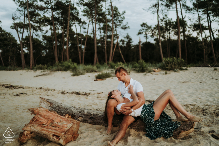 Relaxed beach couple engagement picture session in Ronce-les-bains France