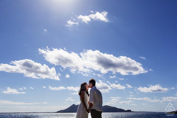 Île de Levanzo - Sicile - Italie Séance photo avant le mariage sous le ciel bleu et les nuages
