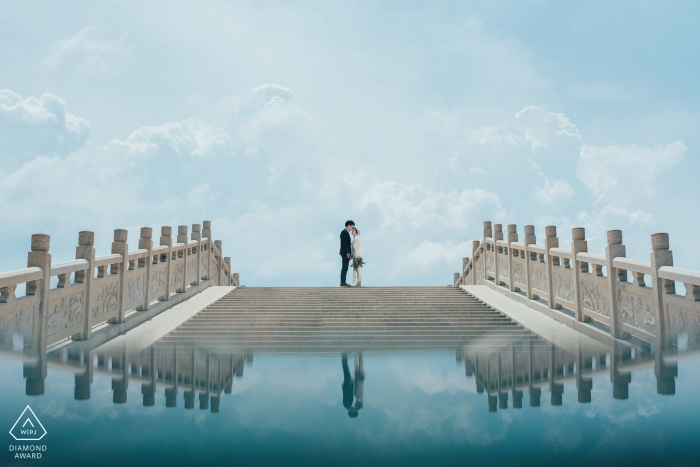 Fujian Zhangzhou pre-wedding portrait for a couple on the bridge with a glass reflection below them