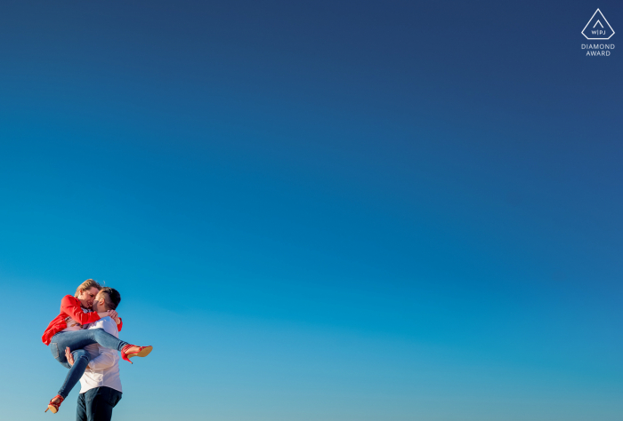 Almeria, Spain mini couple photo session before the wedding day with some Fun and Love under a bright blue minimal sky