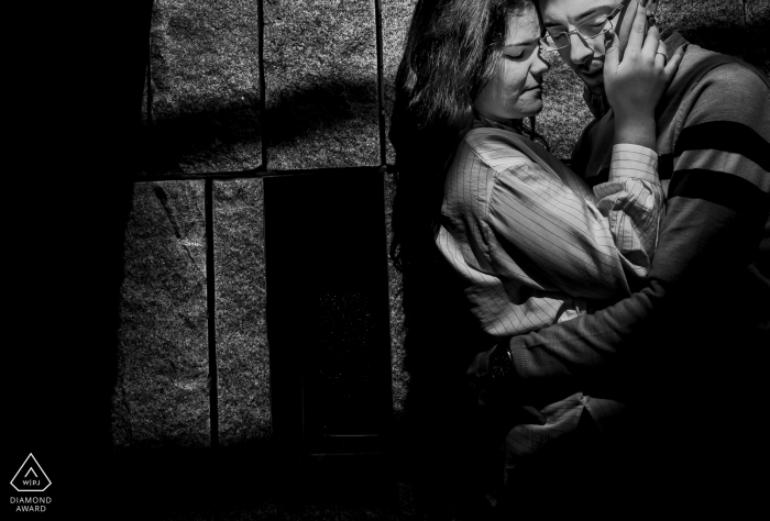 Aguilas, Spain mini couple photo session before the wedding day with a lot of love in black and white