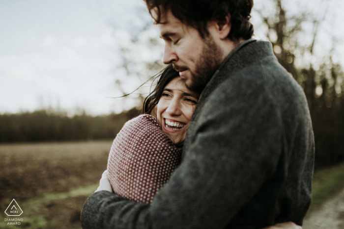 Charente couple engagement pic session in a field