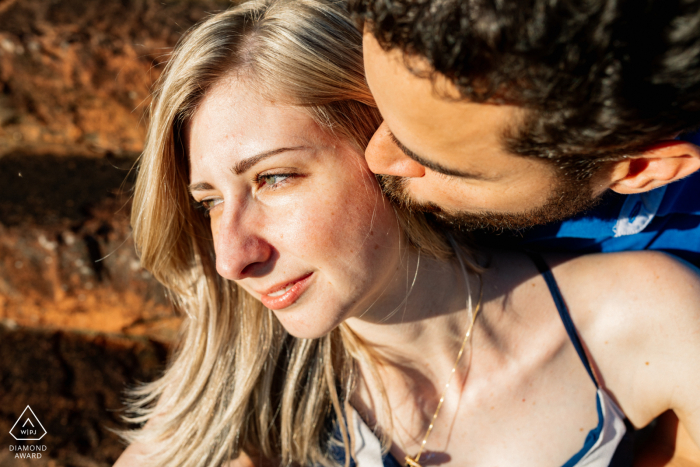 Boituva couple engagement pic session in the warm sunlight with a tender kiss to her cheek