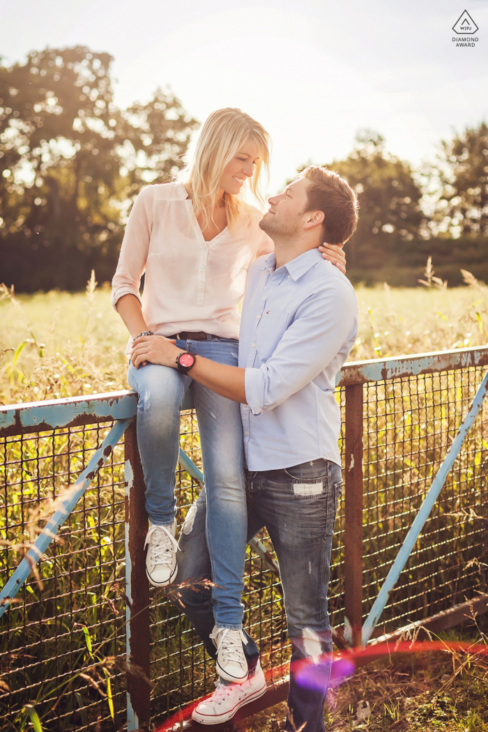 Dortmund couple pre-wed portrait with a sunlight loving lovebird pair in the afternoon sitting on a fence