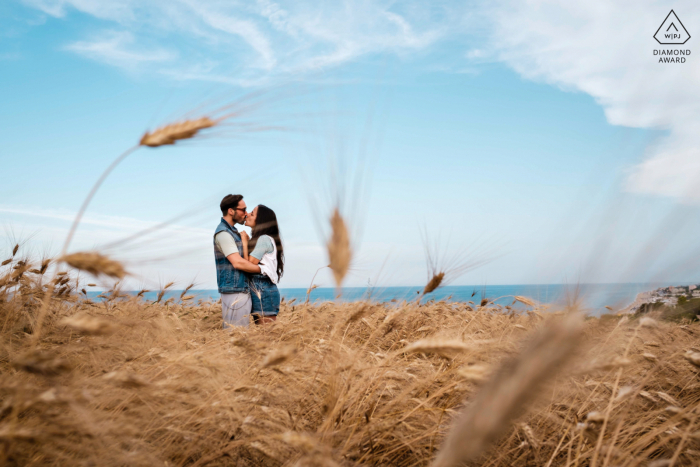 Numana couple engagement pic session during a walk in the rural farm field