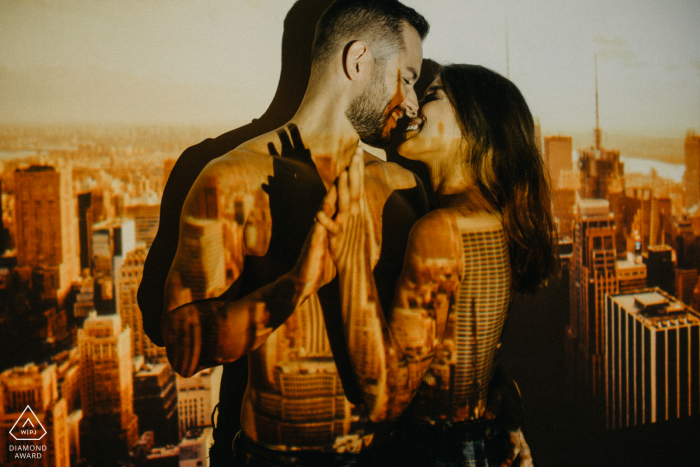 Assis Chateaubriand portrait e-session with image of city projected on the couple